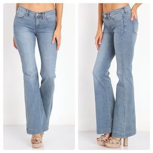Free People Light Wash Flare Jeans 27